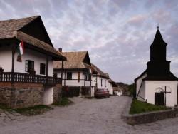 Hollókő, das Altdorf und seine Umgebung Hollókő