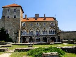 Burg Tata Tata